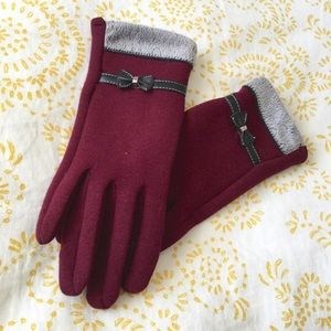 Accessories - ⬇️🌻Fleece-Lined Maroon Tech Bow Gloves🌻